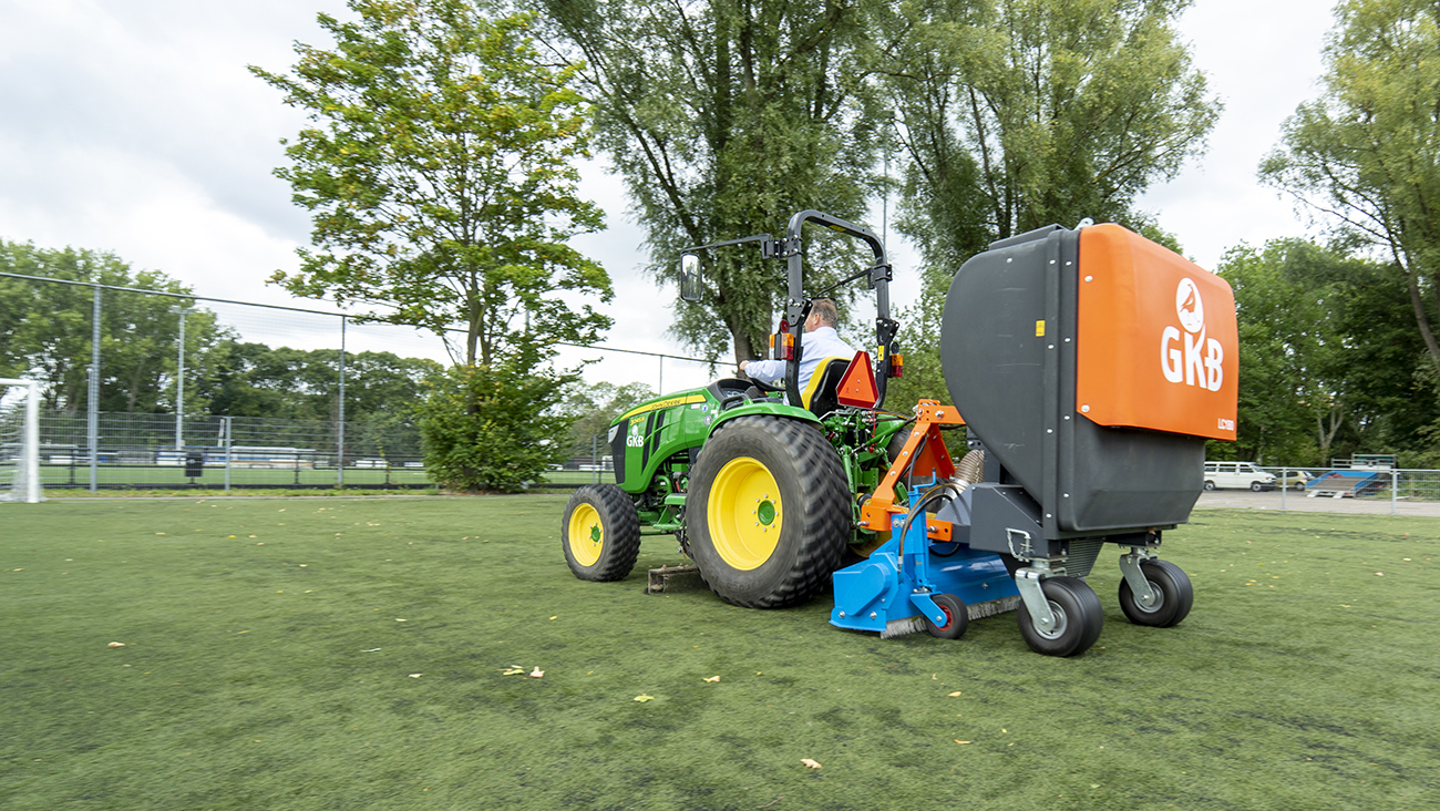 Image of Leaf-Clean: save on maintenance of your synthetic turf sports field